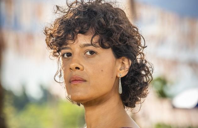Maeve Jinkings vive Zenaide, irmã de Maria da Paz. Mãe de Virgínia e Fabiana, é assassinada por homens da família Matheus (Foto: TV Globo)