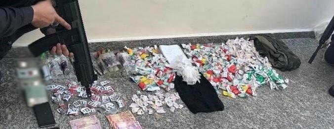 Quatro são detidos com quase 500 cápsulas de cocaína em Volta Redonda - Notícias - Plantão Diário