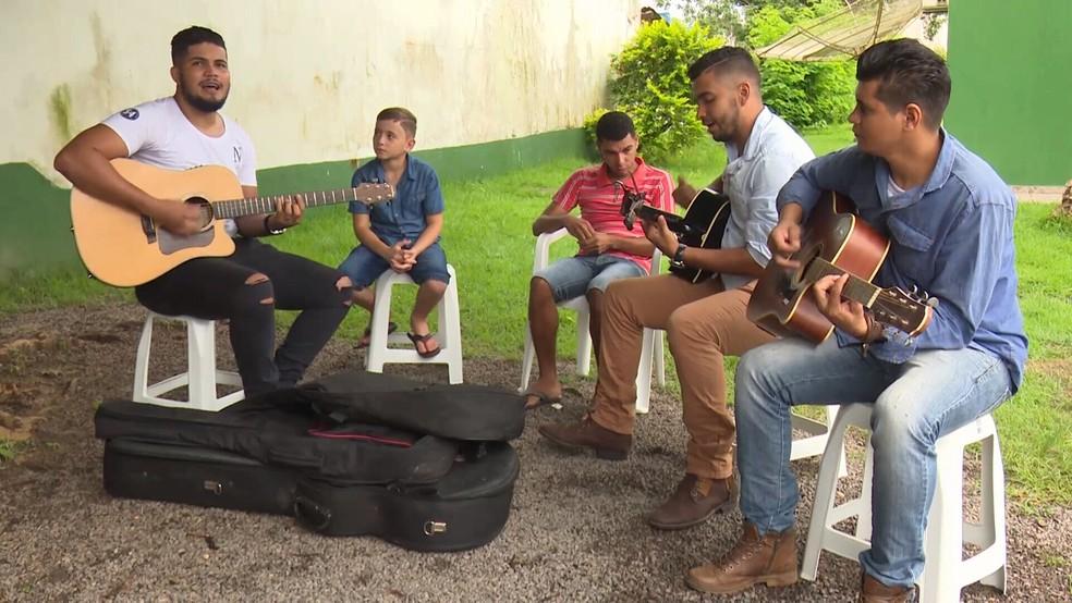 Davi Lucas e o amigo Júlio Almeida vieram de Cacoal para participar (Foto: Rede Amazônica/Reprodução)