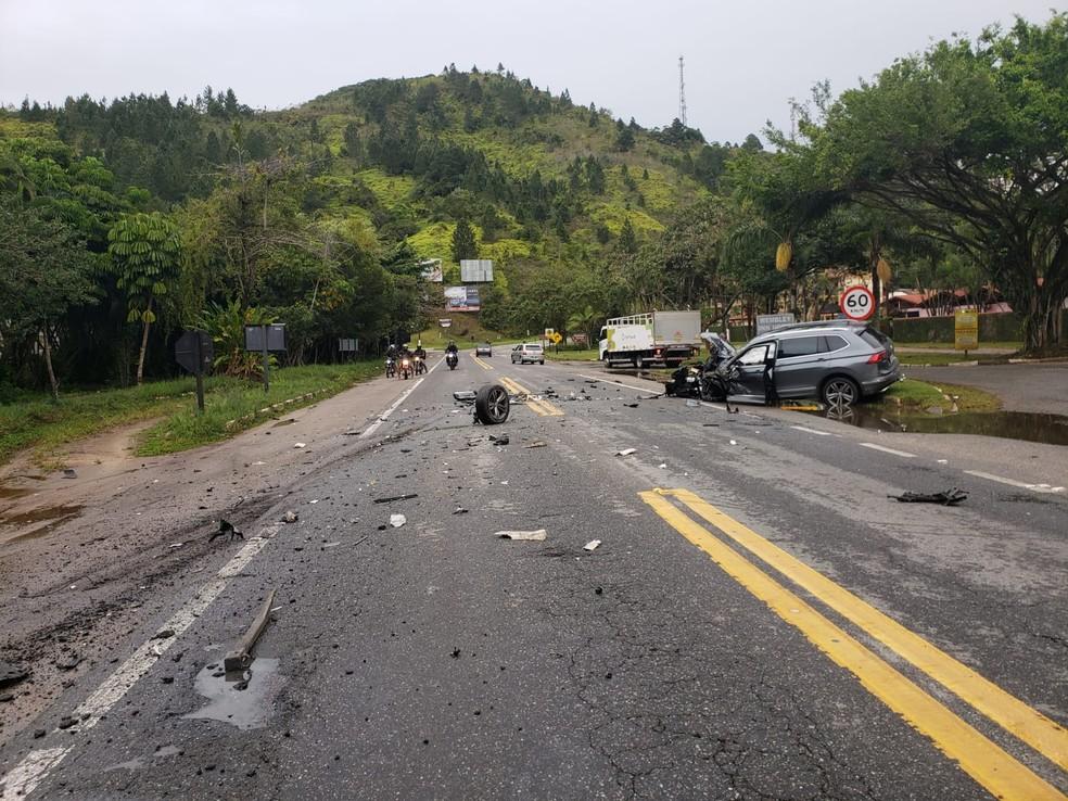 Carro ficou destruído em acidente — Foto: Arquivo Pessoal/Fernanda Munhoz