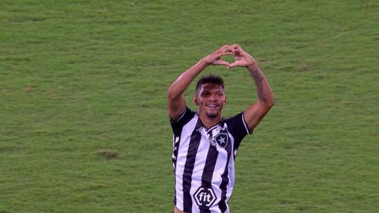 """Igor Cássio comemora primeiro gol pelo Botafogo: """"Sonho de criança"""""""
