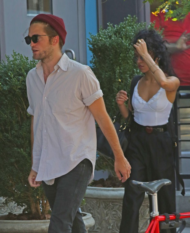 Robert Pattinson e FKA Twigs (Foto: AKM )