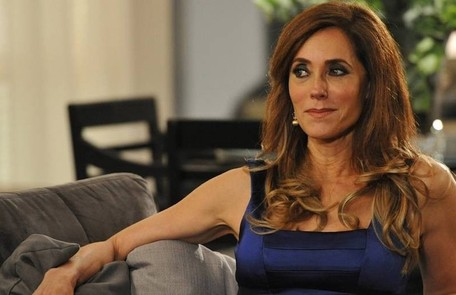 Na quinta (28),  Tereza Cristina (Christiane Torlone) verá a foto de Renê e Griselda se beijando  TV Globo