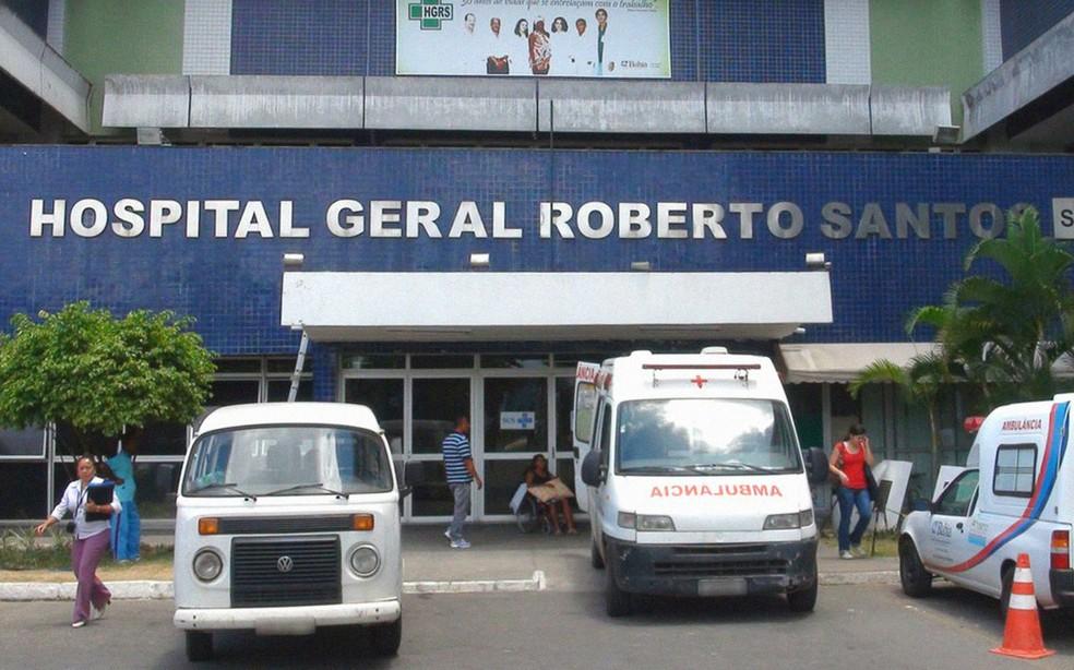 Vítimas chegaram a ser levadas para o Hospital Roberto Santos — Foto: Ruan Melo/ G1