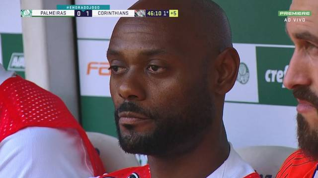 Vagner Love no banco de reservas