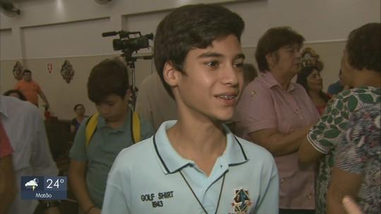 'Implorei ao padre Donizetti e ele desentortou os pezinhos', diz mãe de menino que recebeu milagre