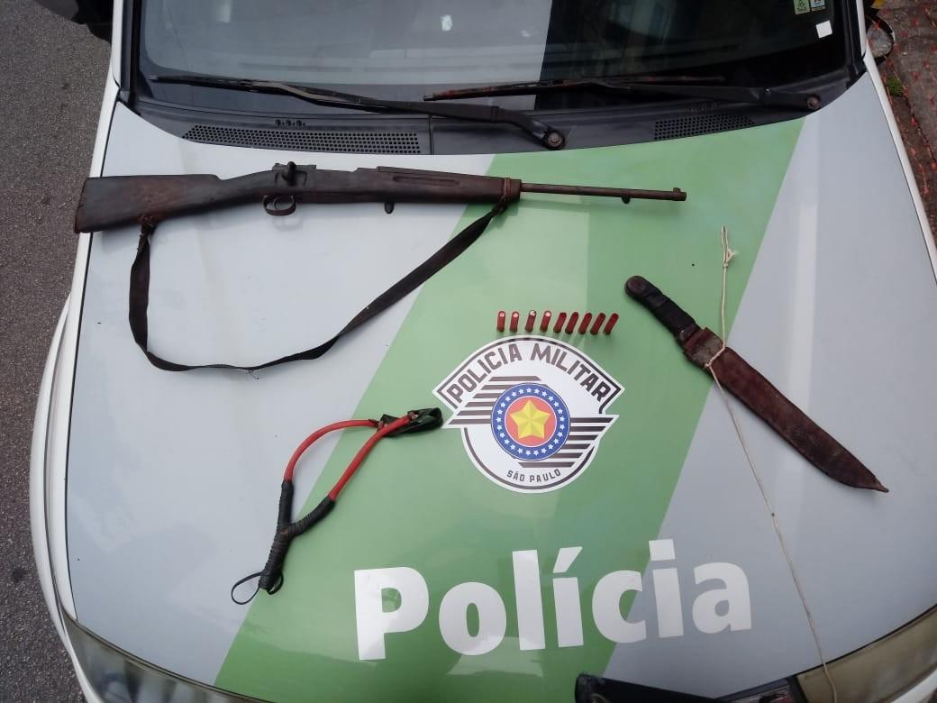 Homem é preso por posse ilegal de arma em Santos, SP