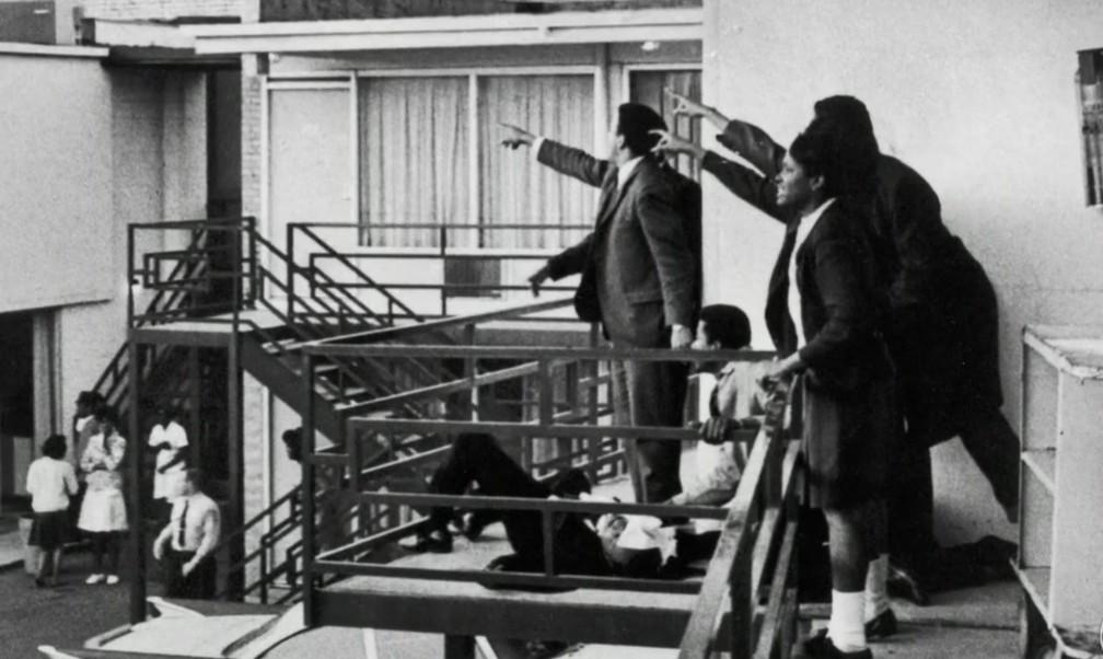 Momento do assassinato de Martin Luther King Jr. em hotel do Tennessee (Foto: Reprodução/TV Globo)