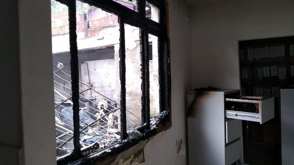 Incêndio não deixou ninguém ferido. Houve somente danos materiais. — Foto: DEAP/ Divulgação