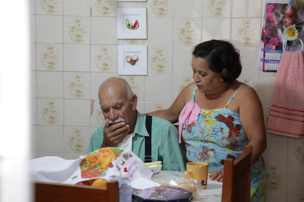 Maria José cuida do marido, Daniel, que tem Alzheimer — Foto: Divulgação