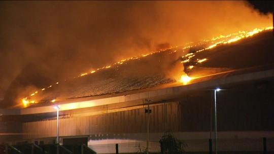 Incêndio atinge o Velódromo do Parque Olímpico; ministro culpa balão