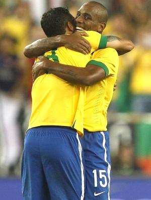Thiago Silva e Maicon comemoração Brasil contra Portugal (Foto: Mowa press)