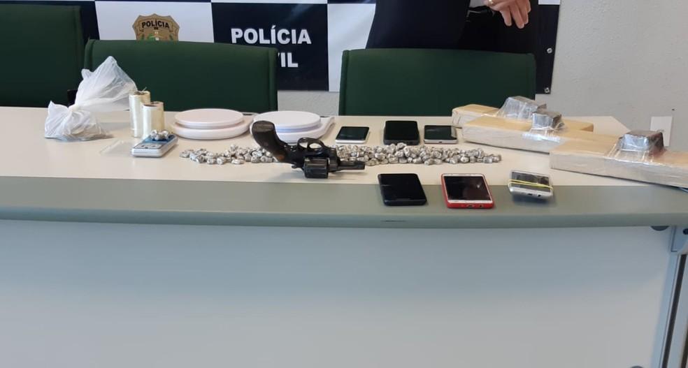 Material apreendido pela polícia durante a operação — Foto: Leábem Monteiro/SVM