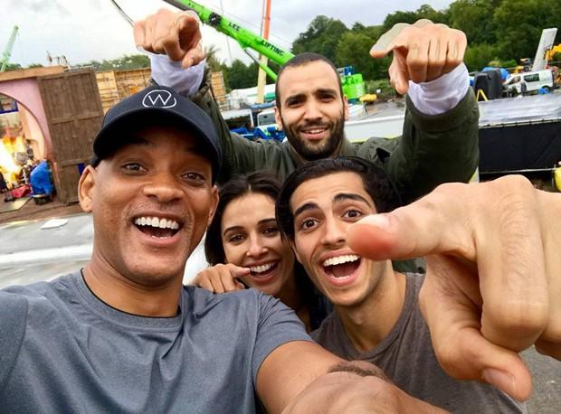 Live-action de Aladdin: Will Smith (Gênioi), Naomi Scott (Jasmine), Mena Massoud (Aladdin) e Marwan Kenzari (ao fundo, o vilão Jafar)  (Foto: Reprodução/Instagram)