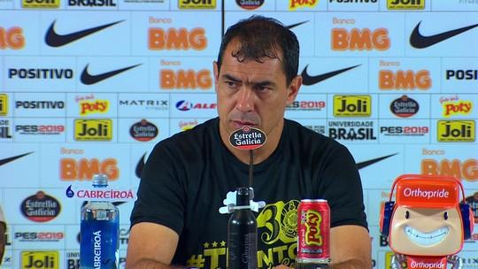 """Carille leva banho, celebra tri pelo Corinthians, mas diz: """"Dos três, foi o que a gente menos merecia"""""""