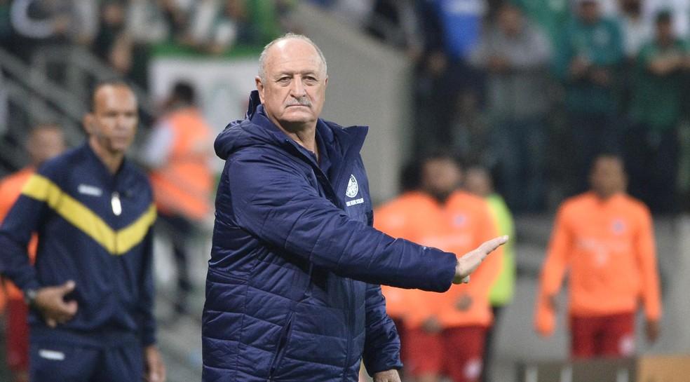 Felipão comanda o time do Palmeiras contra o Internacional, pela Copa do Brasil — Foto: Marcos Ribolli
