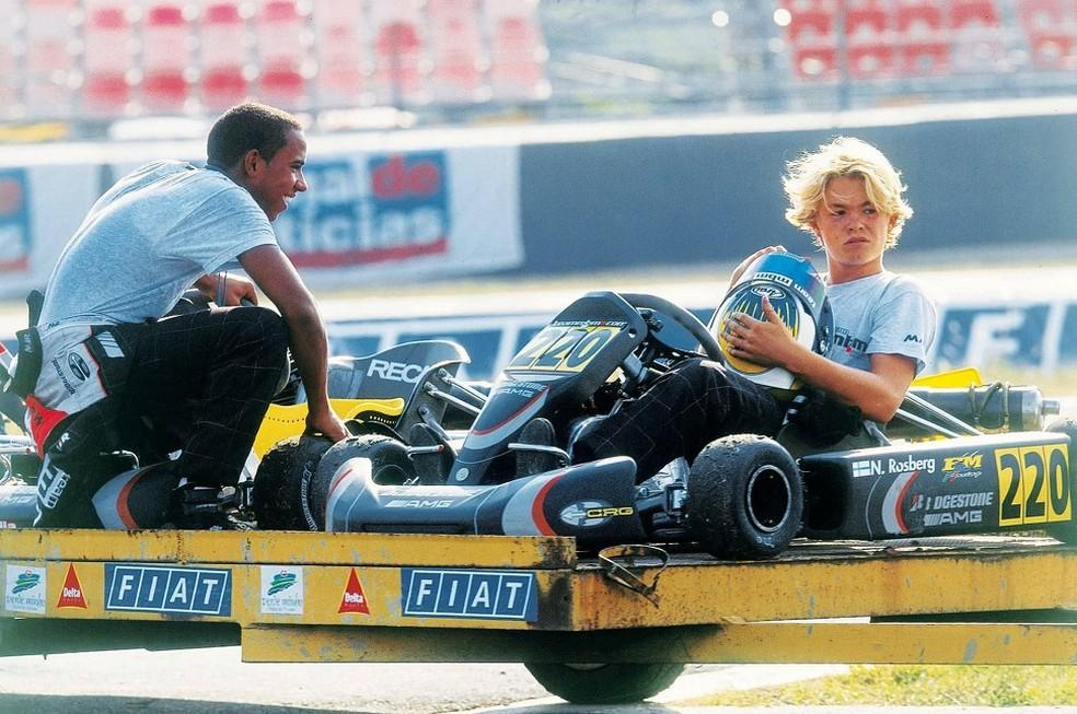Lewis Hamilton com Nico Rosberg na época em que corriam de Kart — Foto: Divulgação/twitter