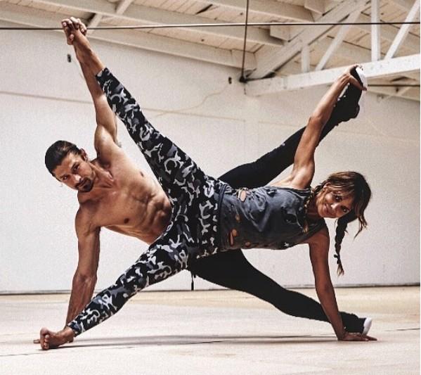 A atriz Halle Berry durante uma sessão de exercícios com seu personal trainer (Foto: Instagram)