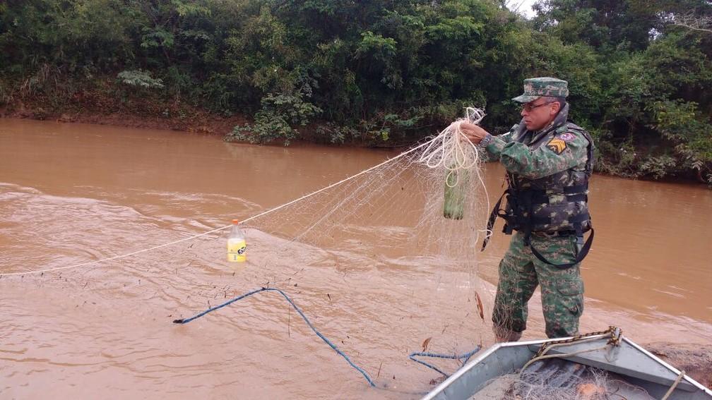 Segundo a PM ambiental, 15 pessoas foram presas por pesca irregular no período — Foto: Polícia Militar
