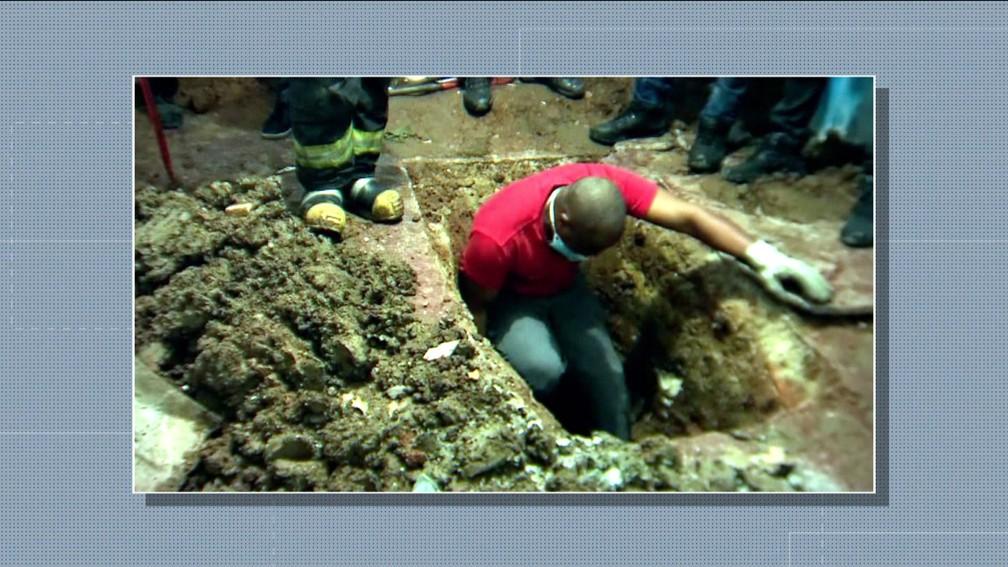 Polícia encontra corpo de assistente social enterrado em casa alugada por sogros na Zona Oeste de SP — Foto: Reprodução TV Globo