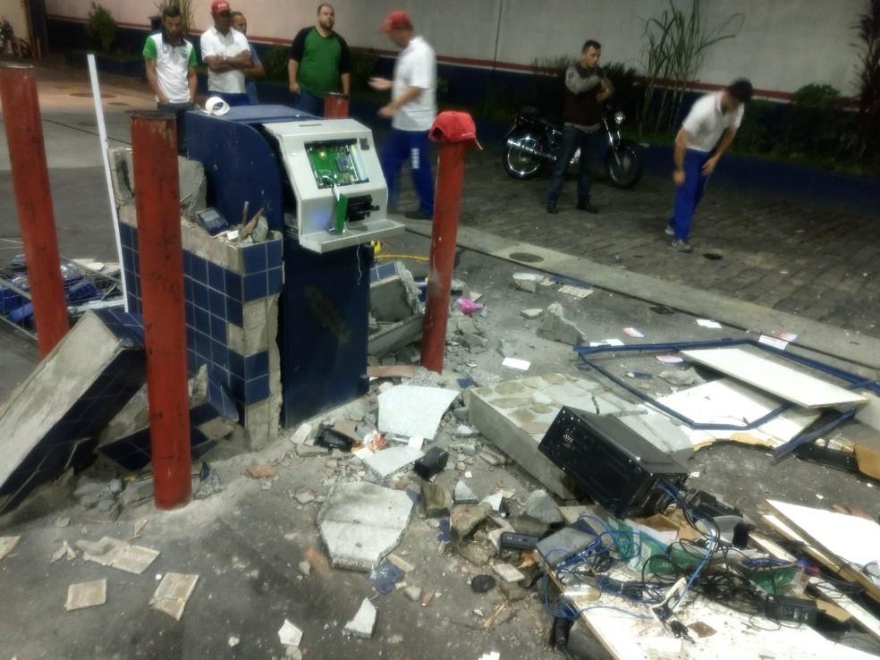 Criminosos explodiram caixa em posto de gasolina (Foto: Arquivo Pessoal)