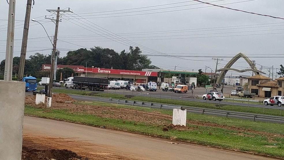 Policiais seguiam para Bauru quando presenciaram um acidente entre dois carros em São Manuel — Foto: Arquivo pessoal