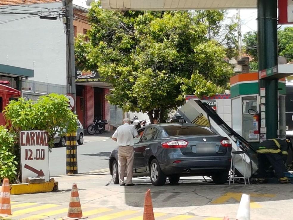 Bomba de gasolina caiu em outro veículo após acidente em Bauru (Foto: José César Lima/Arquivo Pessoal )