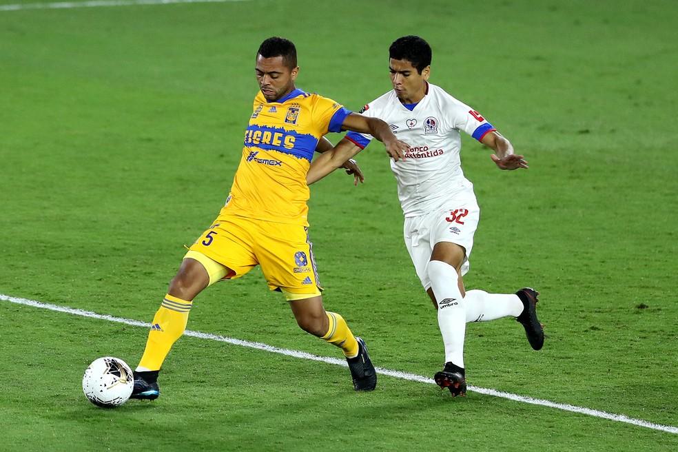 Rafael Carioca renovou recentemente com o Tigres — Foto: Getty Images