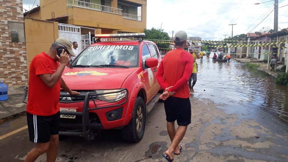 Famílias atingidas pelas chuvas são retiradas das casas em Barras — Foto: Divulgação/GAV
