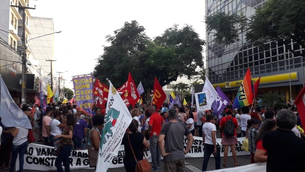 Trabalhadores protestam contra a Reforma da Previdência em Natal — Foto: Julianne Barreto/Inter TV Cabugi