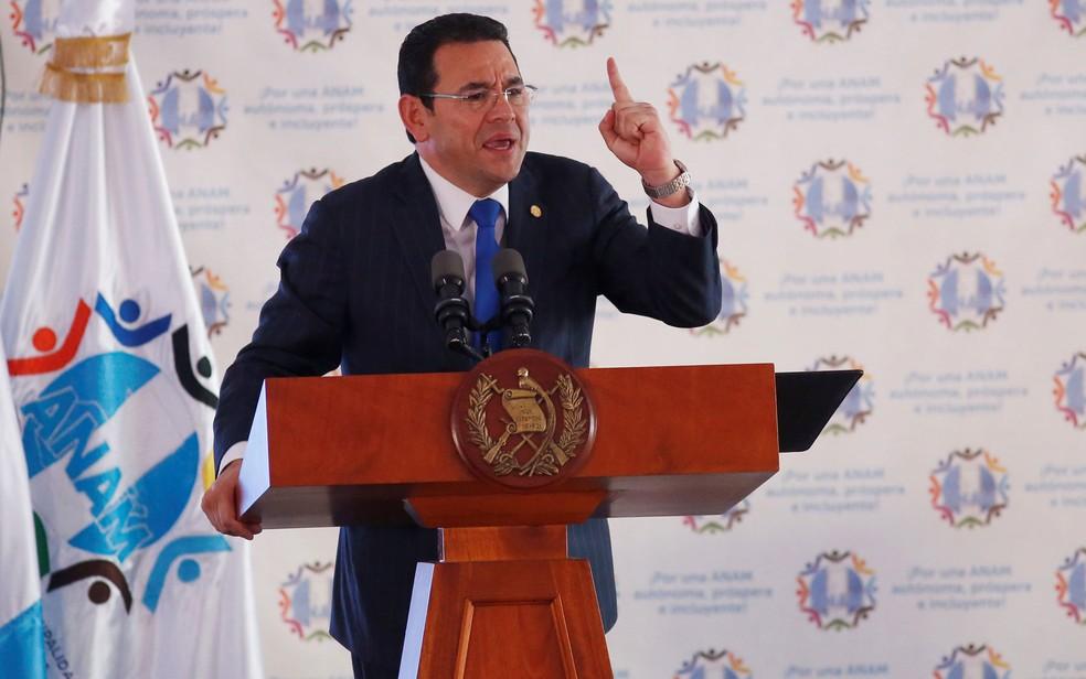 O presidente da Guatemala, Jimmy Morales, durante evento com prefeitos na Cidade da Guatemala, em 29 de agosto (Foto: Reuters/Luis Echeverria)