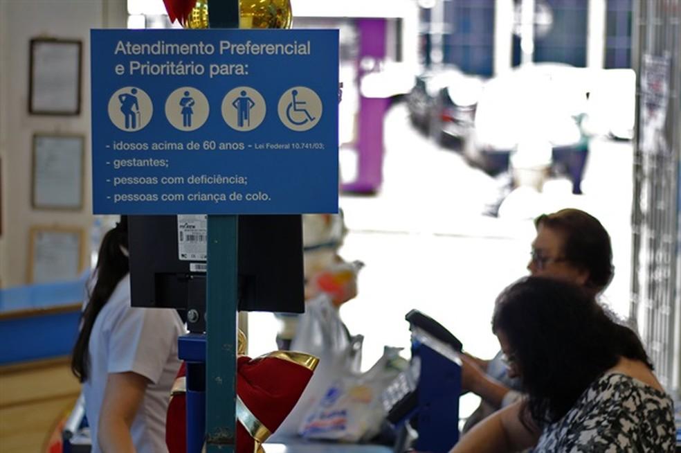 Proposta é para incluir o símbolo do autismo nas placas em Piracicaba (Foto:  Lucas do Nascimento Machado/Câmara Municipal)