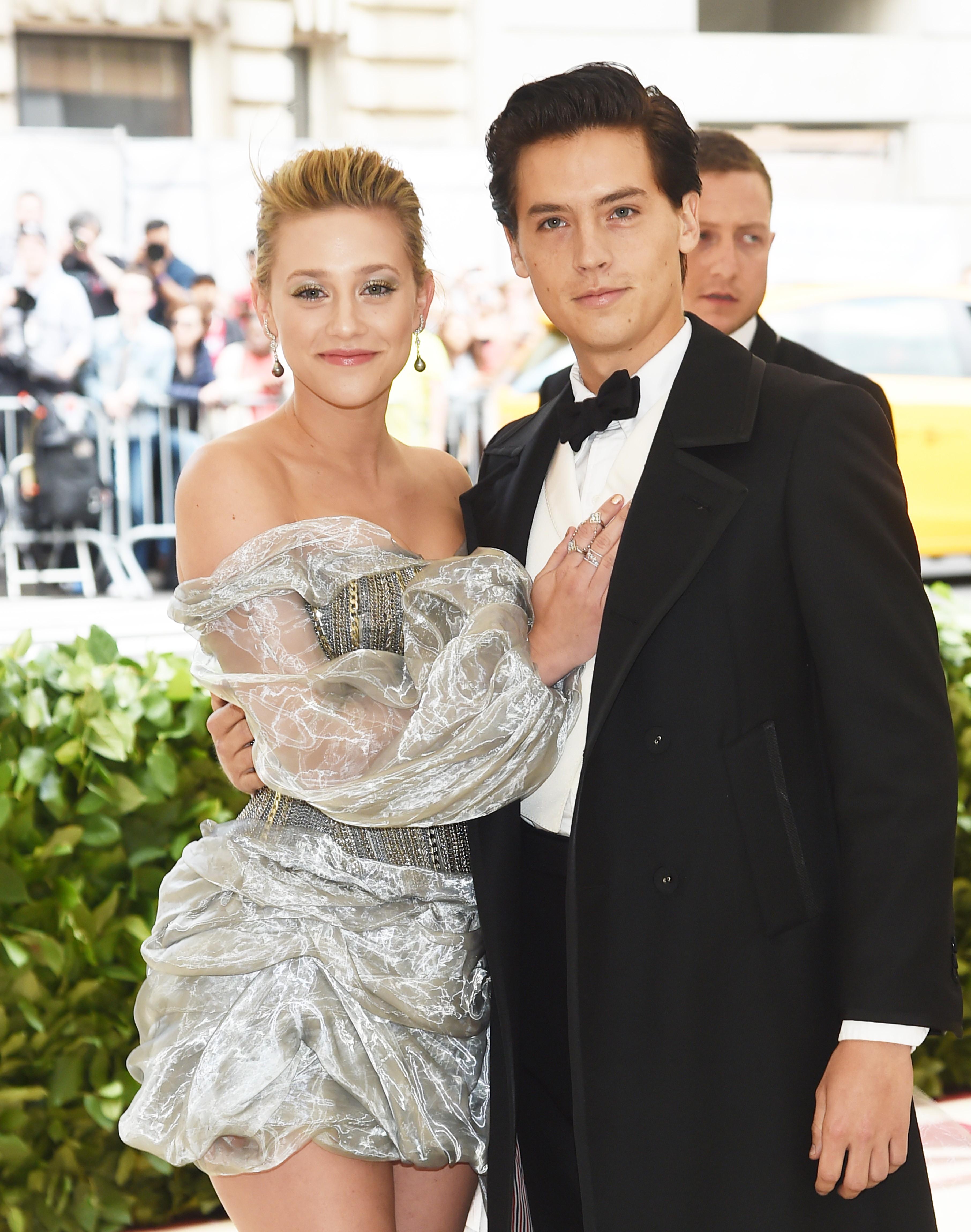 A atriz Lili Reinhart e o ator Cole Sprouse (Foto: Getty Images)