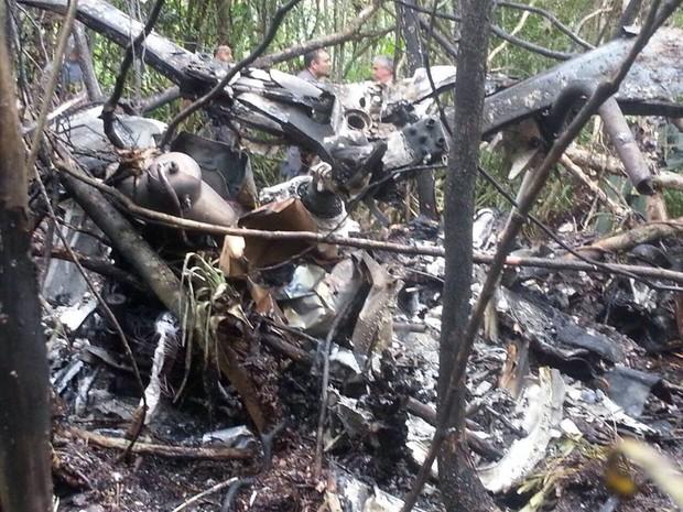 Helicóptero sofreu acidente em Bertioga, no litoral de São Paulo (Foto: Divulgação / Polícia Militar)