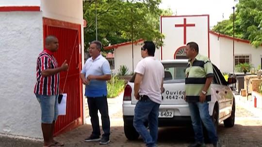Corpo de bebê é retirado de túmulo e jogado no quintal de casa em Itaquaquecetuba, diz polícia