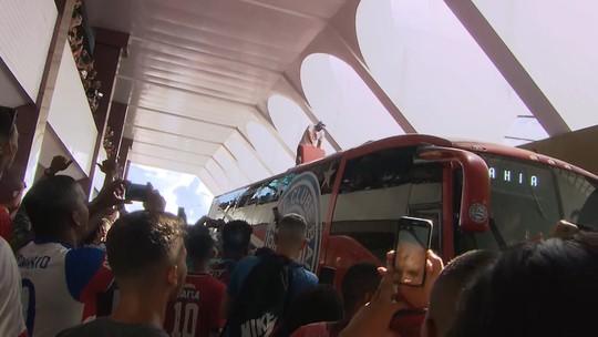 Ele voltou! Fernandão é recebido em Salvador com festa da torcida do Bahia no aeroporto