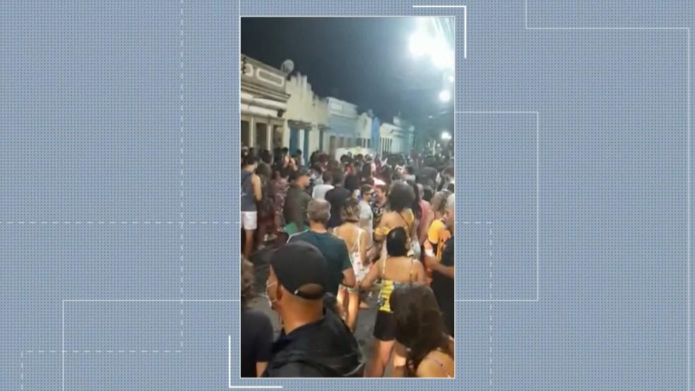 Aglomeração ocorreu na noite do domingo (15), no Sítio Histórico de Olinda — Foto: Reprodução/TV Globo