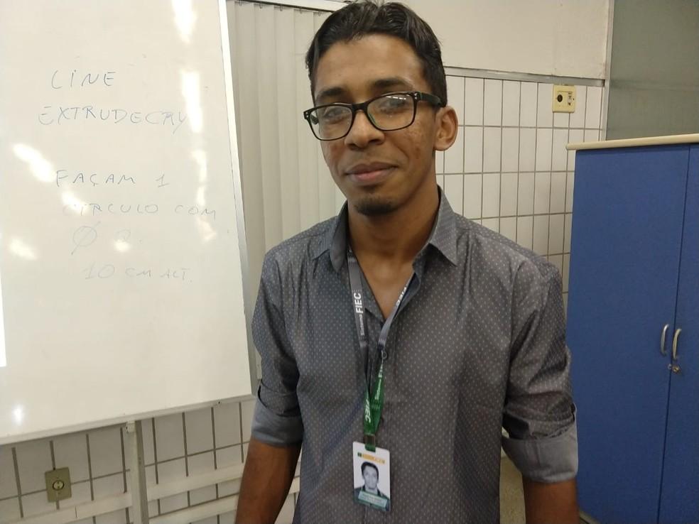Professor do Cariri trabalhou como catador e foi selecionado para lecionar numa das mais tradicionais universidades do mundo — Foto: Valéria Alves/TV Verdes Mares