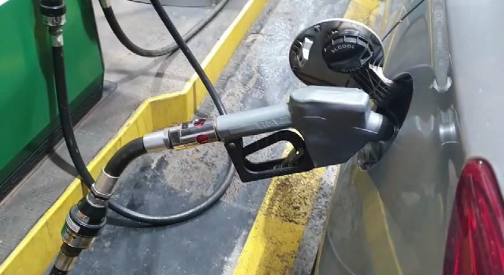Preço médio da gasolina em Foz do Iguaçu é de R$ 5,79 o litro, segundo a ANP — Foto: Ronaldo Ragali/RPC