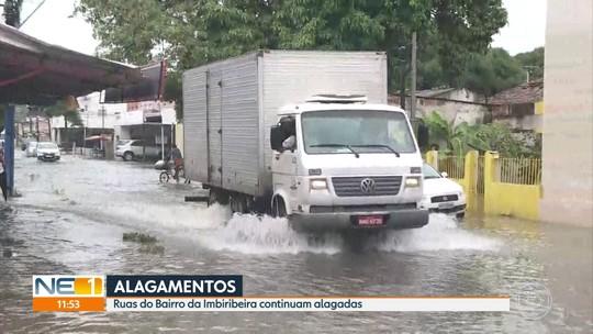 Chuva no Grande Recife alaga ruas, suspende aulas e cancela voos