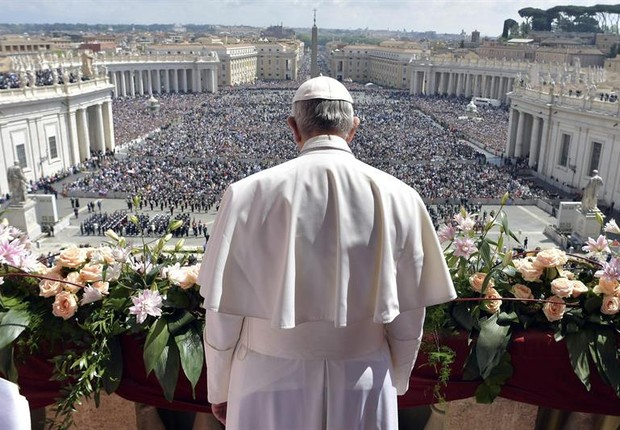 Papa Francisco durante discurso no Domingo de Páscoa, na Basílica de São Pedro (Foto: EFE/EPA/L'OSSERVATORE ROMANO)