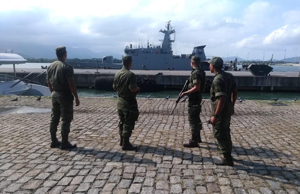 Mais de 250 fuzileiros navais são enviados para proteger o Porto de Santos, SP
