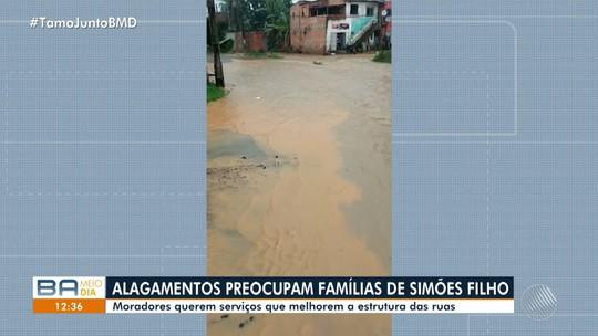Moradores reclamam da falta de estrutura e saneamento básico em Simões Filho