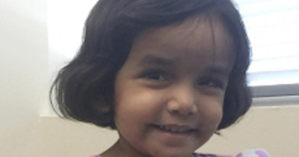 Sherin Mathews, de três anos, morreu engasgada ao tomar leite, segundo seu pai  (Foto: Richardson Texas Police Department via AP)