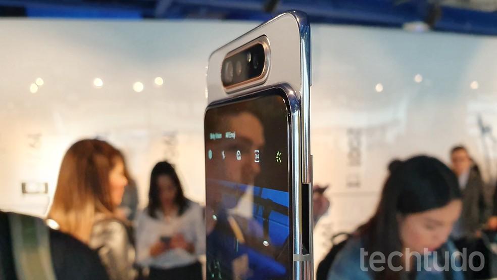 Câmera deslizante e giratória é o grande diferencial do Galaxy A80 — Foto: Thássius Veloso/TechTudo