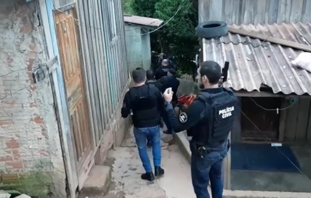 Operação mira suspeitos de homicídios e tráfico de drogas na região de Curitiba