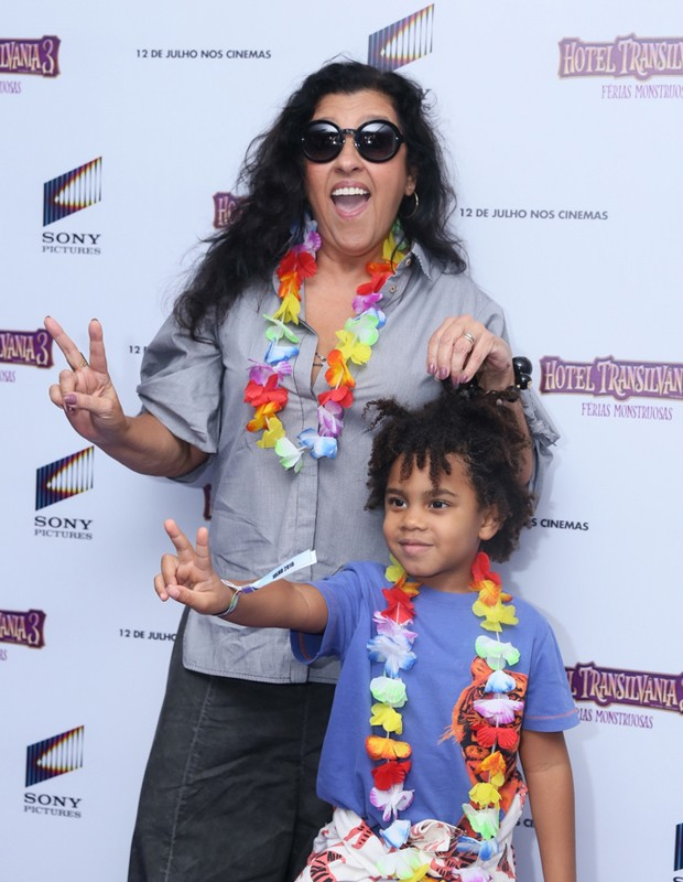 Regina Casé e o filho Roque (Foto: Anderson Borde/Agnews)