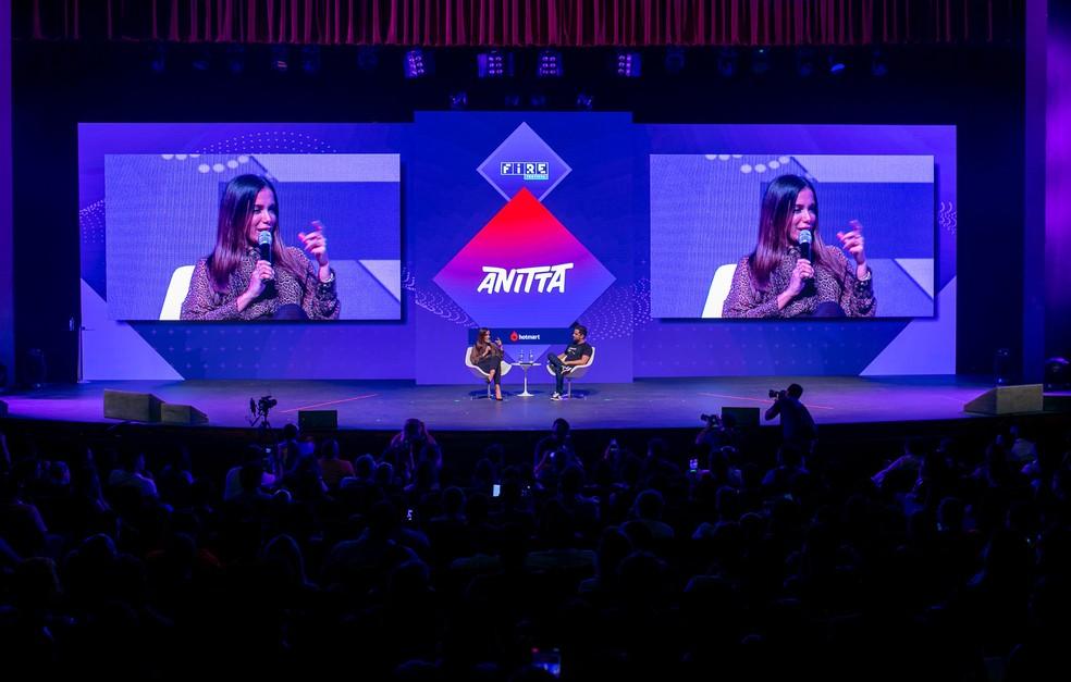 Anitta foi uma das palestrantes do Fire Festival em 2018 — Foto: Hotmart/divulgação/Bruno Soares Fotografias