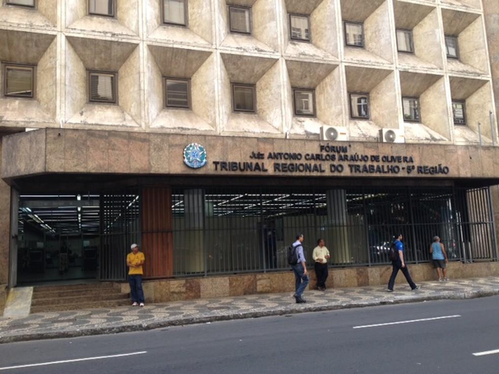 Sede do TRT em Salvador (Foto: Henrique Mendes/G1)