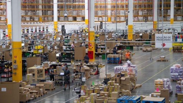 No Brasil, 36% da população compra ou já comprou pela internet e se torna mercado atraente para a Amazon e outros e-commerces (Foto: JULIO VILELA/AMAZON/DIVULGAÇÃO)